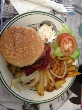 Lighthouse Diner: Homemade burger delux