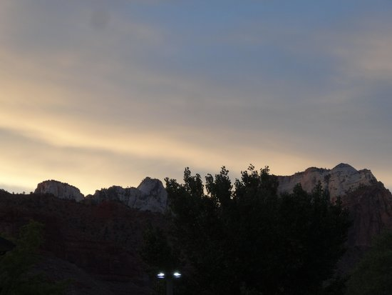 Quality Inn at Zion Park: Sunset from our porch