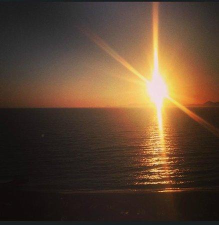 Solnedgången från vårt rum på Hotel Riviera