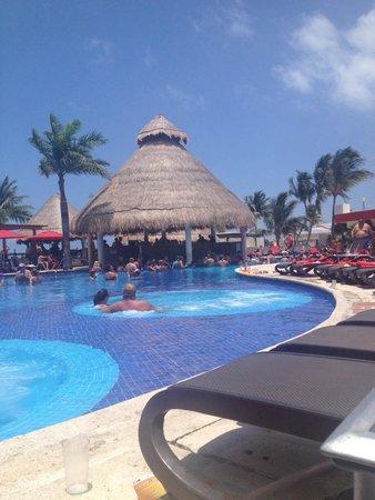 Temptation Resort Spa Cancun: Sexy pool