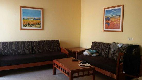Broncemar Beach: Living room.