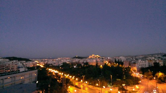 Hilton Athens: View off our balcony at night