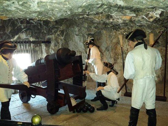 The Great Siege Tunnels : Ça prépare le canon