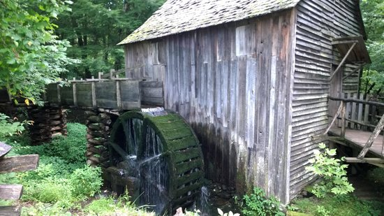 Cades Cove Visitor Center: Grist Mill Waterwheel