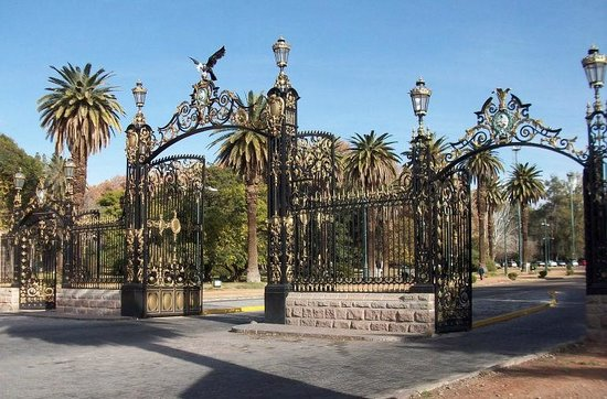 Parque General San Martin : The park gates were forged in Glasgow over a century ago
