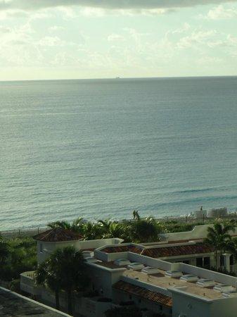 Miami Beach Resort and Spa: habitación vista hacia el mar