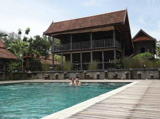 Terrapuri Heritage Village: Pool with dining area behind