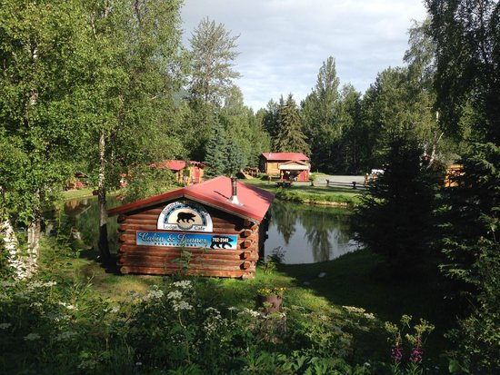 Bowman's Bear Creek Lodge: Easy to miss the turn in but here's what to look for