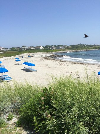 Castle Hill Inn : The beach is mere steps away from the rooms.
