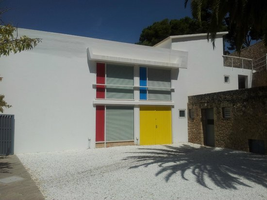 Pilar and Joan Miro Foundation in Mallorca: outside the house