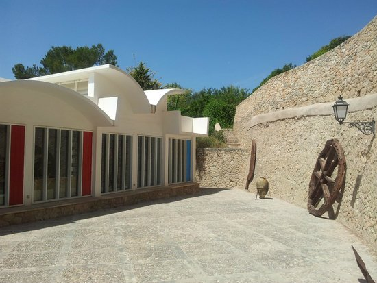 Pilar and Joan Miro Foundation in Mallorca: behind the house