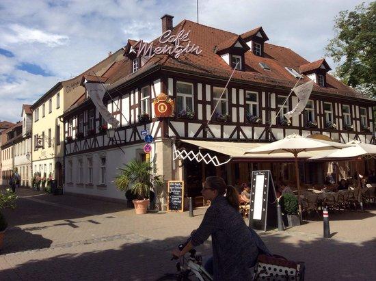 Cafe Restaurant Mengin: Inviting!