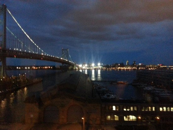Holiday Inn Express Philadelphia E - Penns Landing: Our gorgeous view!