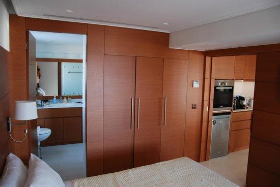 Bellevue Suites Hotel: Все комнаты в дереве, уютно.