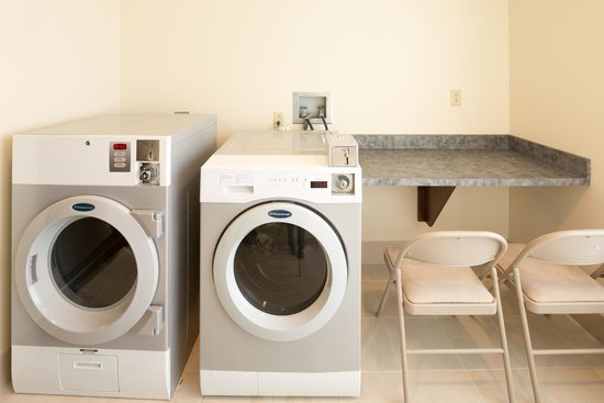 Hyatt Place Pensacola Airport: Laundry Room