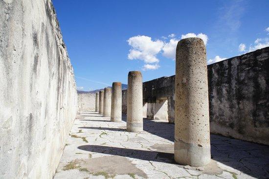 Mitla: Salón de las Columnas