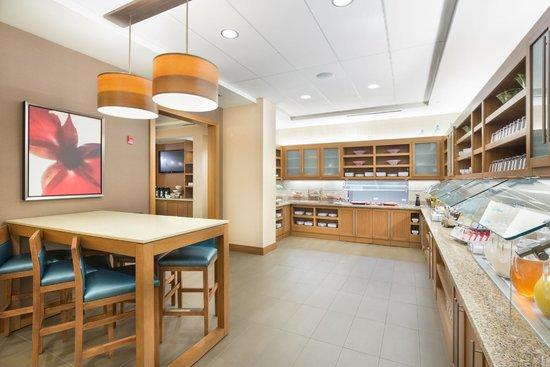 Hyatt Place Pensacola Airport: Breakfast Buffet