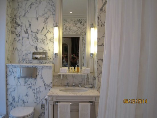 Hotel Luxembourg Parc: bath