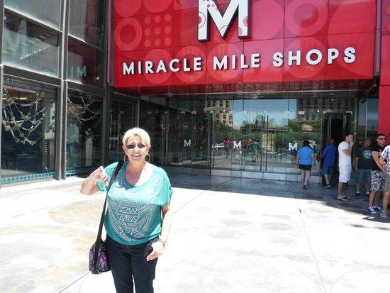 Miracle Mile Shops at Planet Hollywood : Preparada para bater pernas !!