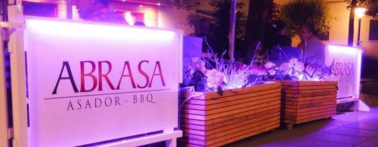Abrasa BBQ: Terrace at night
