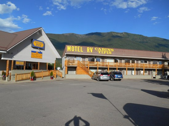 Western Inn - Glacier Park Motel and Campground: Western Inn