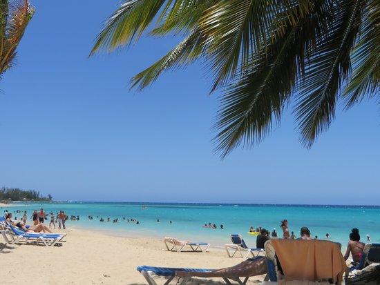 ClubHotel Riu Ocho Rios: Chillin on the beach