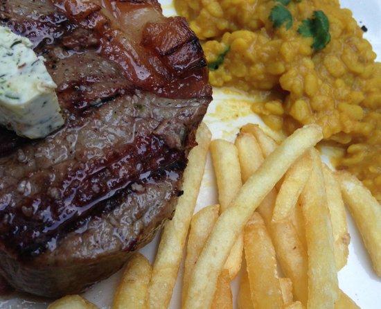 Estancia Steaks: Rumpsteak - striploin 250g, fried potatoes, scharfe Linsen