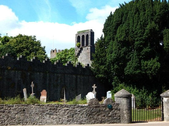 Malahide Castle: Ruins and Cemetary