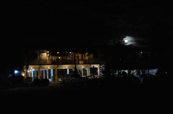 Pousada Por do Sol: Lua cheia atrás da pousada