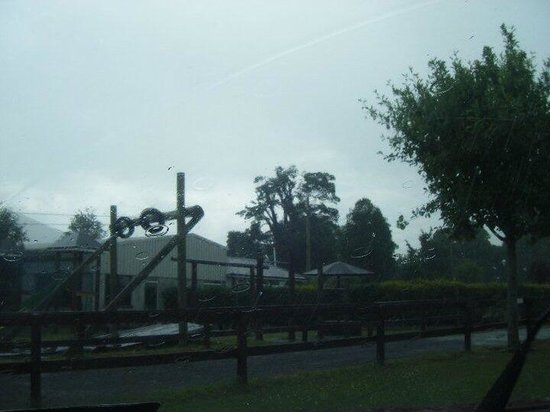 Parsons Green Holiday Park: Part of the outdoor playground.....zip wires