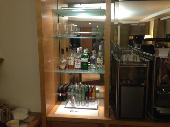 Sofitel London Gatwick: Lounge choices of drinks