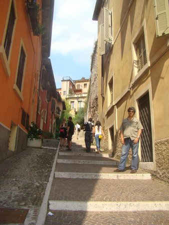 Piazzale Castel San Pietro: On the way up to the Castel