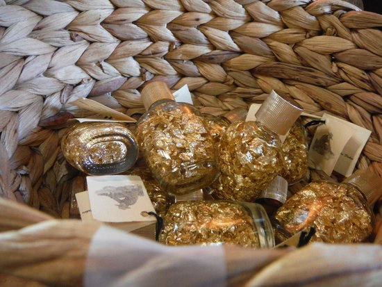 Elijah Mountain Gem Mine : Gold Flakes