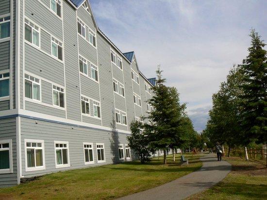 Fairbanks Princess Riverside Lodge: Rear of hotel alongside river