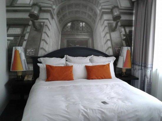 Renaissance Manchester City Centre Hotel: refurbished bedroom