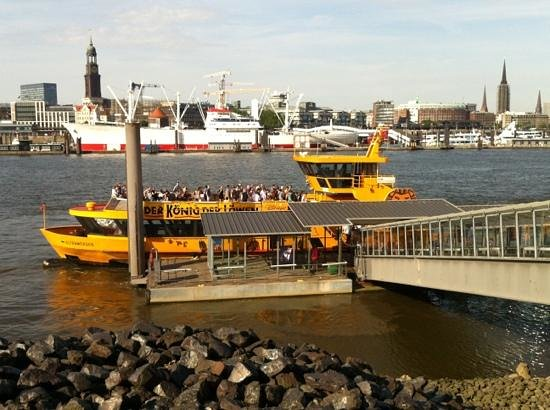 Der Koenig der Loewen (The Lion King): Shuttle-Boot vor der Musical-Halle