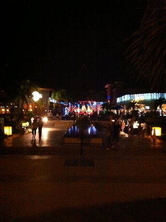 Sandos Playacar Beach Resort: Cenral plaza. Night life fun!!