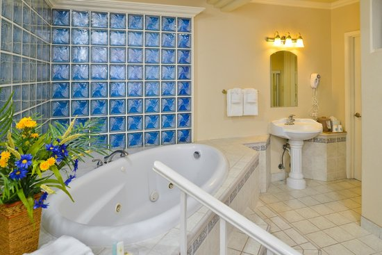 Comfort Inn Monterey by the Sea: Jacuzzi Room