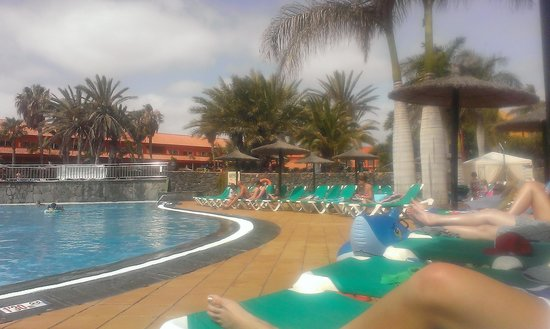 Oasis Village: Not freezing like other pools in the canaries!