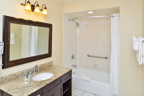 Comfort Inn Monterey by the Sea: Bathroom