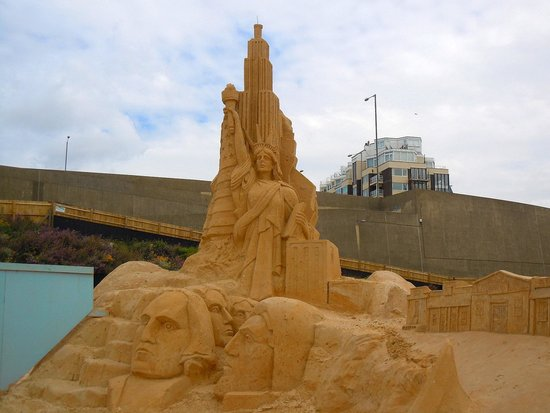 Volk's Electric Railway : Sand sculpture exhibition at end of line