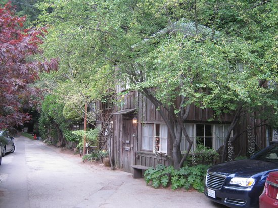 Deetjen's Big Sur Inn : Grandpa's House and Top Antique