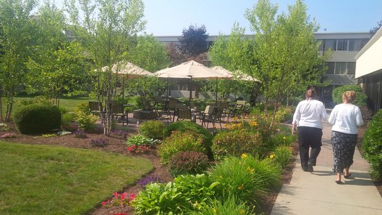 Holiday Inn Bangor-Odlin Road : Outside restaurant patio