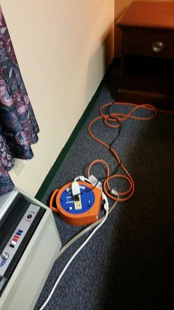 Quaker Inn Conference Center: Extension cords really