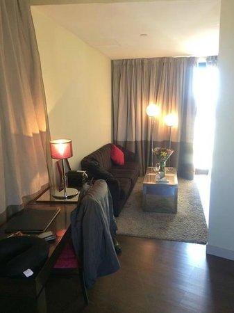Vincci Capitol Hotel: Living-room area