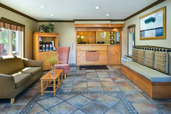 Comfort Inn Monterey by the Sea: Front Lobby