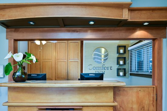 Comfort Inn Monterey by the Sea: Check In Desk
