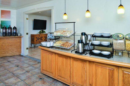 Comfort Inn Monterey by the Sea: Complimentary Hot Breakfast