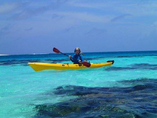 Isla Marisol Resort: Kayaking to Patch Reef