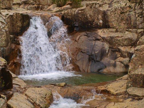 Cascate piscina irgas e oridda foto di cascate piscina - Cascate per piscine ...